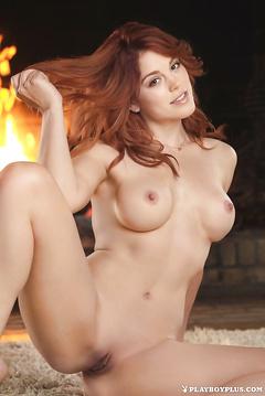 Redhead Nackt