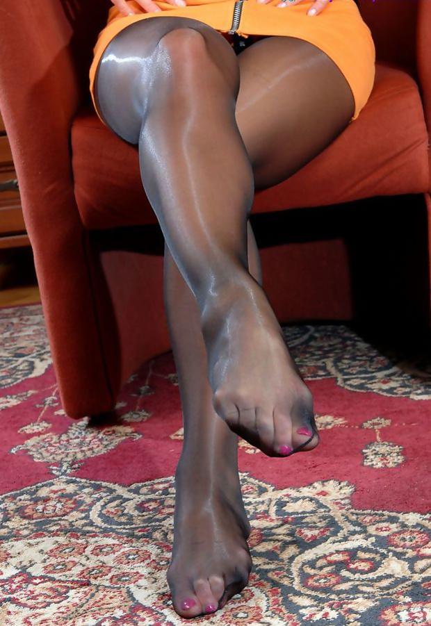 Foot fetish raven eve