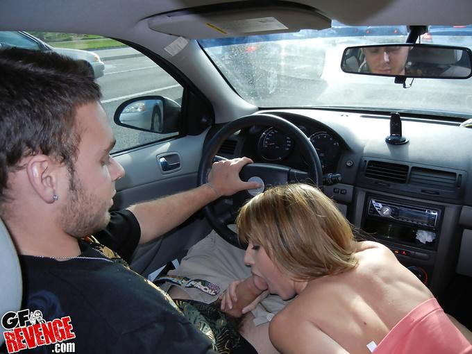 Порно миньет за рулём
