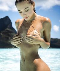 Alexis Ren ultra sexy