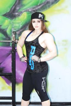 Powerlifter cutie Julia Vins