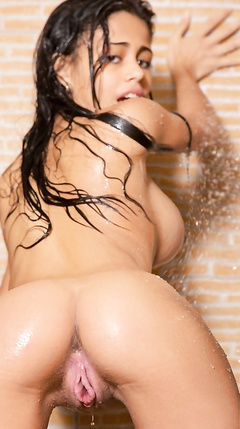 Naked hot girls - sexy pics from shower