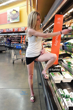Flashing and fucking in store