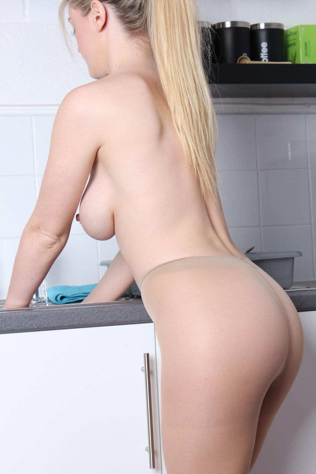 Nylon Babe